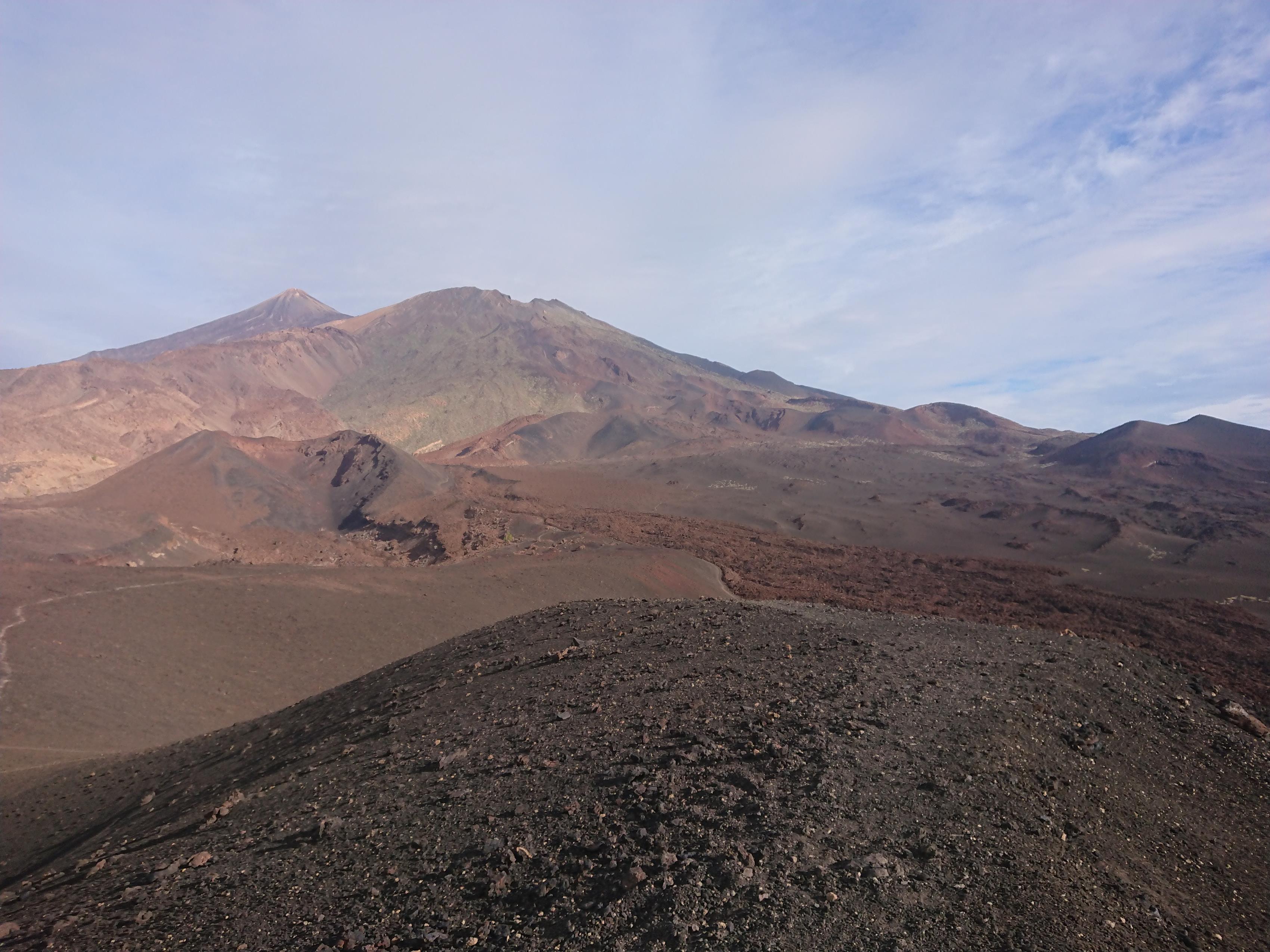 """Pico """"El Teide"""" mit der Vulkanlandschaft im Vordergrund"""